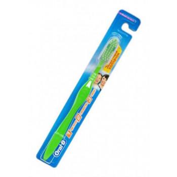 Oral-B зубная щетка средней жесткости, 1шт (08105)